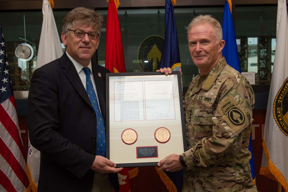 General Raymond A Thomas recievind the Congressional Gold Medal on behalf of OSS